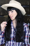 schönes Mädchen im Plaidhemd auf Vestibül Stockfotos
