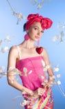 Schönes Mädchen im Rosa mit Innerem Lizenzfreie Stockfotografie