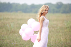 Schönes Mädchen im rosafarbenen Kleid Lizenzfreie Stockbilder