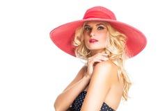 Schönes Mädchen im roten Hut Lizenzfreies Stockfoto