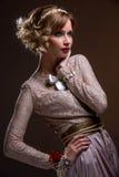 Schönes Mädchen im Spitzeseidenkleid Lizenzfreies Stockbild