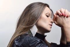 Schönes Mädchen im Studio lizenzfreies stockfoto