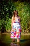Schönes Mädchen im Wasser Stockbilder