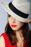 Schönes Mädchen im weißen Hut Lizenzfreies Stockbild