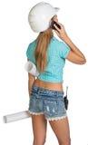 Schönes Mädchen im weißen Sturzhelm, kurze Hosen mit Hemd Lizenzfreie Stockbilder