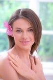 Schönes Mädchen mit Blume Stockfotos