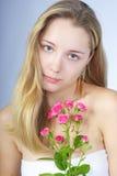 Schönes Mädchen mit Blume Lizenzfreies Stockbild