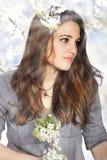 Schönes Mädchen mit Blumen Lizenzfreie Stockfotos