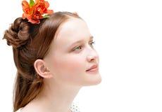 Schönes Mädchen, mit Blumen in ihrem Haar Set von 9 Abbildungen der wundervollen mehrfarbigen Tulpen Lizenzfreie Stockfotografie