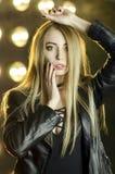 Schönes Mädchen mit dem blonden Haar Stockfoto
