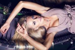 Schönes Mädchen mit dem blonden Haar Lizenzfreie Stockbilder