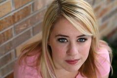 Schönes Mädchen mit dem blonden Haar und den Freckles Lizenzfreies Stockfoto