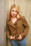 Schönes Mädchen mit dem blonden Haar und den Freckles Lizenzfreie Stockfotos