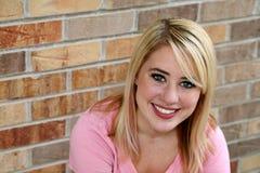 Schönes Mädchen mit dem blonden Haar und den Freckles Stockfotografie