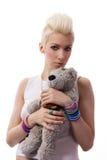 Schönes Mädchen mit dem blonden Haar und Teddybären stockfotos