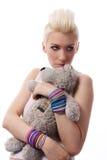 Schönes Mädchen mit dem blonden Haar und Teddybären Lizenzfreie Stockfotografie