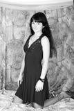 Schönes Mädchen mit dem Längenhaar steht nach b still Lizenzfreie Stockfotografie