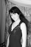 Schönes Mädchen mit dem Längenhaar steht nach b still Lizenzfreie Stockbilder