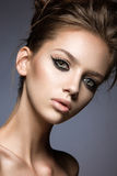 Schönes Mädchen mit den langen Wimpern und perfekter Haut Lizenzfreies Stockfoto