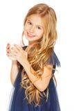 Schönes Mädchen mit einem Glas Milch stockfotografie
