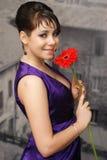 Schönes Mädchen mit einer Blume Lizenzfreies Stockbild