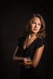 Schönes Mädchen mit Glas Wein Stockbild
