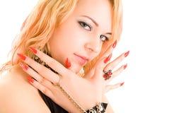Schönes Mädchen mit großen Nägeln Stockfoto