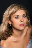 Schönes Mädchen mit guter Haut Stockbilder