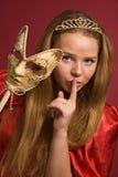 Schönes Mädchen mit Karnevalsschablone Lizenzfreie Stockfotografie