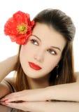Schönes Mädchen mit Mohnblume Lizenzfreie Stockfotos