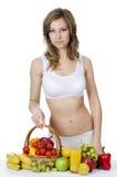 Schönes Mädchen mit Obst und Gemüse lizenzfreie stockbilder