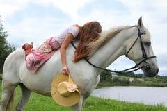 Schönes Mädchen mit Pferd Lizenzfreies Stockfoto