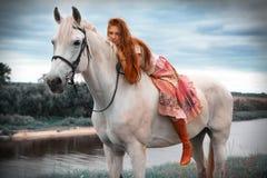 Schönes Mädchen mit Pferd Stockfotos