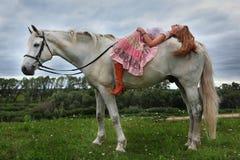 Schönes Mädchen mit Pferd Stockfoto