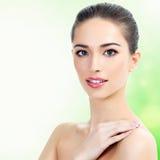 Schönes Mädchen mit sauberer frischer Haut Stockbilder