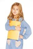 Schönes Mädchen mit Schreibheft lizenzfreies stockbild