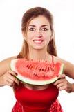 Schönes Mädchen mit Wassermelone im Studio Lokalisiert auf Weiß Hor stockfotografie