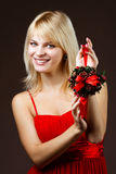 Schönes Mädchen mit Weihnachtsdekoration Stockbild