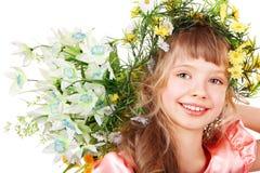 Schönes Mädchen mit wilder Blume auf Kopf. Lizenzfreie Stockfotografie