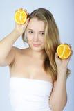 Schönes Mädchen mit Zitrusfrucht Lizenzfreie Stockfotografie