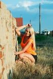 Schönes Mädchen am Sonnenuntergang Lizenzfreie Stockfotos
