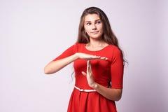 Schönes Mädchen Stoppen Sie Geste Fungieren Sie? Gruppe des Teams der Zeit Out Portrait Brunette Lizenzfreie Stockbilder
