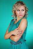 Schönes Mädchen und grünes Kleid Stockbilder