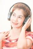Schönes Mädchen und Kopfhörer Stockbilder