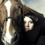 Schönes Mädchen und Pferd Stockfoto