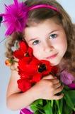 Schönes Mädchen und Tulpen Stockbilder