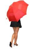 Schönes Mädchen unter dem roten u Lizenzfreie Stockfotos