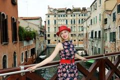 Schönes Mädchen in Venedig Stockfotografie