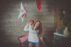 Schönes Mädchen, Weihnachtsabend, allein lizenzfreie stockfotografie