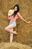 Schönes Mädchen, welches die Natur genießt Lizenzfreie Stockfotografie